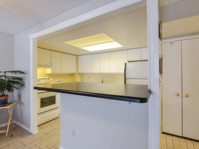 Condo Apartment at 2091 Hurontario St, Unit 206, Mississauga, Ontario. Image 3