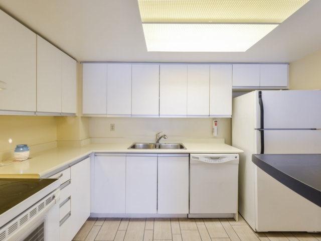 Condo Apartment at 2091 Hurontario St, Unit 206, Mississauga, Ontario. Image 5