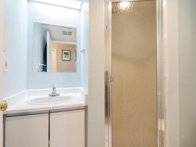Condo Apartment at 2091 Hurontario St, Unit 206, Mississauga, Ontario. Image 6