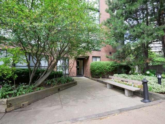 Condo Apartment at 2091 Hurontario St, Unit 206, Mississauga, Ontario. Image 11