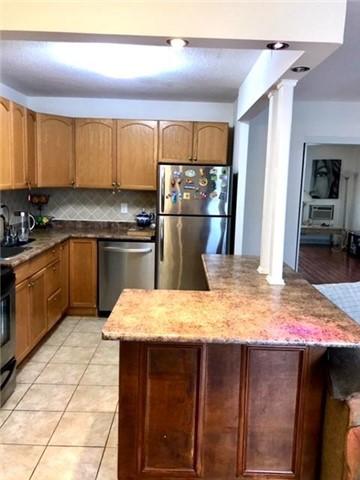 Condo Apartment at 1100 Caven St N, Unit 307, Mississauga, Ontario. Image 4