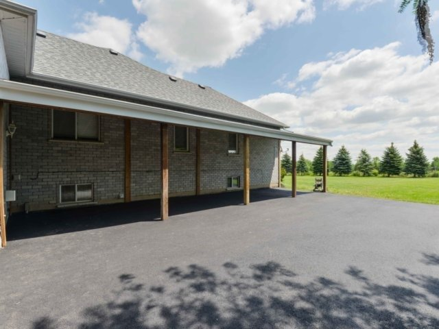 Detached at 3063 Olde Base Line Rd, Caledon, Ontario. Image 7