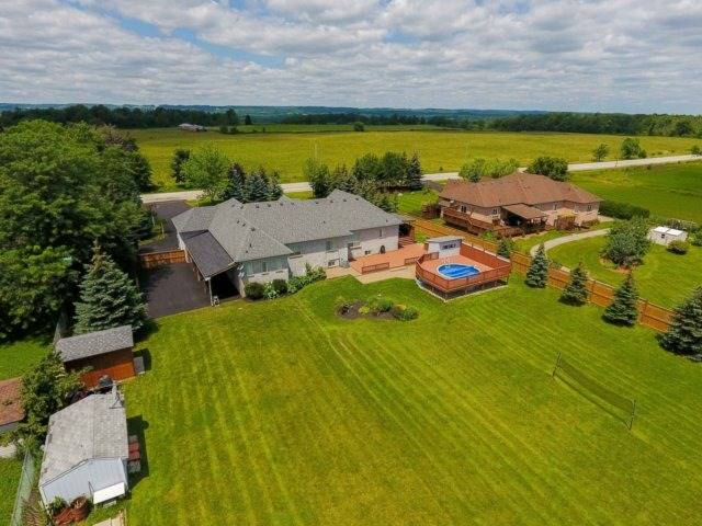 Detached at 3063 Olde Base Line Rd, Caledon, Ontario. Image 10
