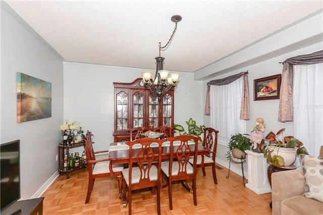 Detached at 87 Farthingale Cres, Brampton, Ontario. Image 15