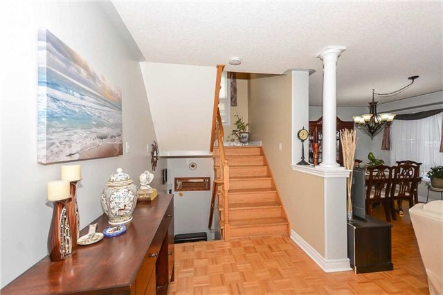 Detached at 87 Farthingale Cres, Brampton, Ontario. Image 20