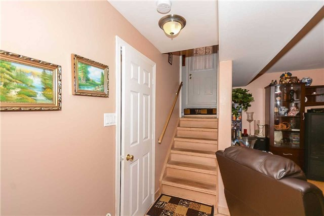 Detached at 87 Farthingale Cres, Brampton, Ontario. Image 5