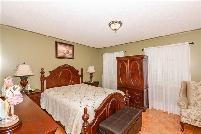Detached at 87 Farthingale Cres, Brampton, Ontario. Image 6
