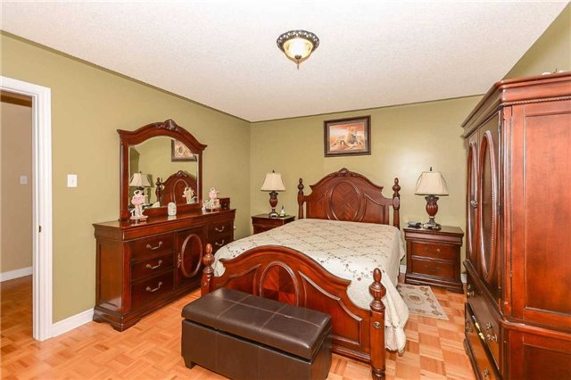 Detached at 87 Farthingale Cres, Brampton, Ontario. Image 7