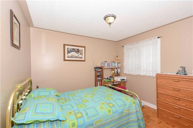 Detached at 87 Farthingale Cres, Brampton, Ontario. Image 10