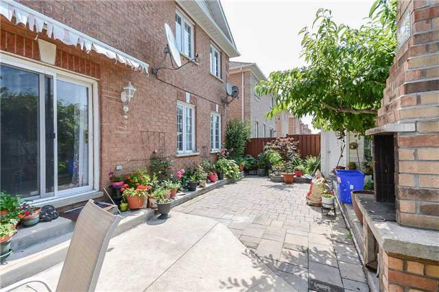 Detached at 87 Farthingale Cres, Brampton, Ontario. Image 13