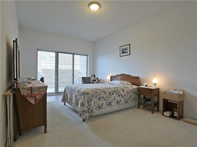 Condo Apartment at 2075 Amherst Heights Dr, Unit 219, Burlington, Ontario. Image 4