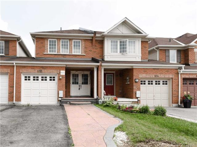 Townhouse at 122 Big Moe Cres, Brampton, Ontario. Image 1