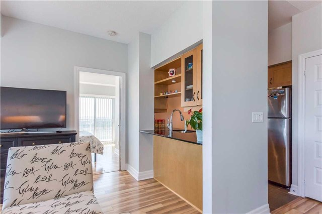 Condo Apartment at 215 Queen St, Unit 1403, Brampton, Ontario. Image 2