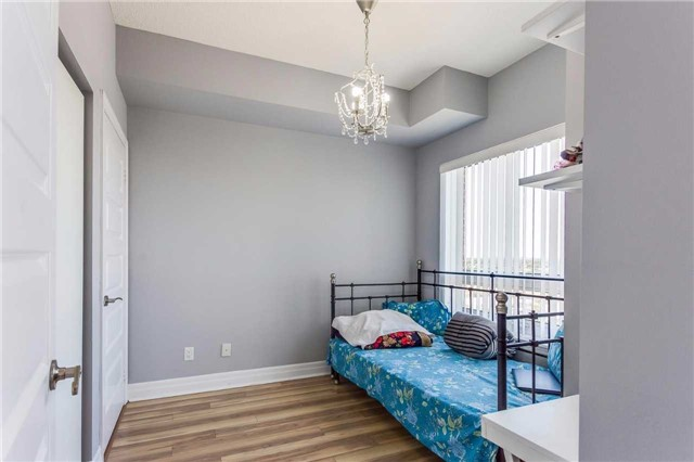 Condo Apartment at 215 Queen St, Unit 1403, Brampton, Ontario. Image 5