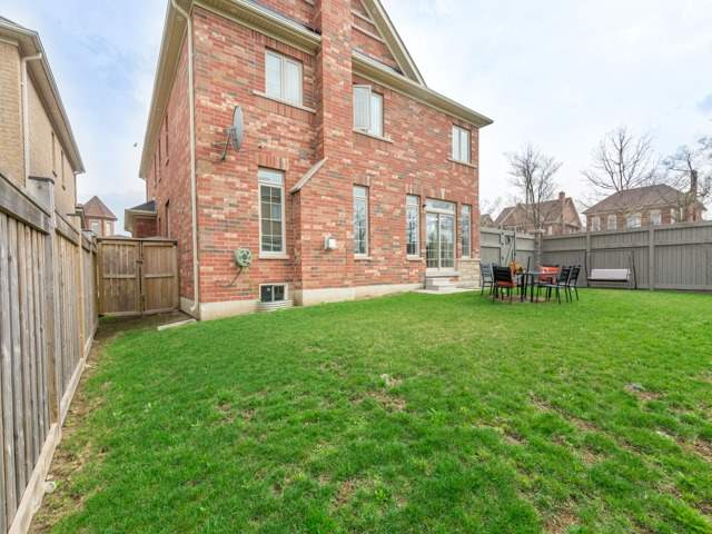 Detached at 26 Merrittonia St, Brampton, Ontario. Image 13