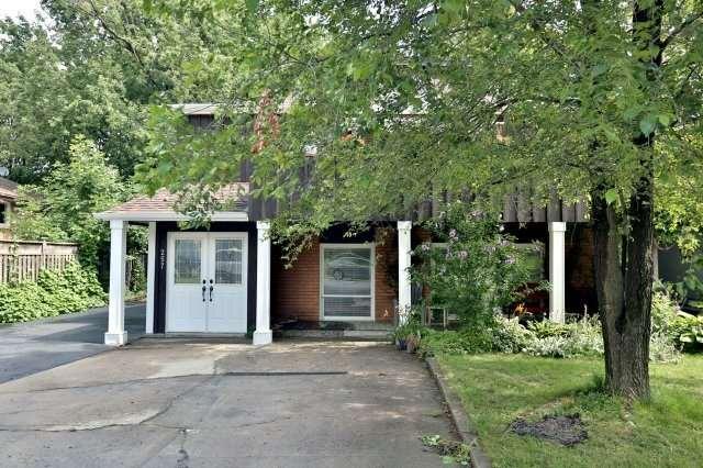 Duplex at 257 Pine Cove Rd, Burlington, Ontario. Image 9