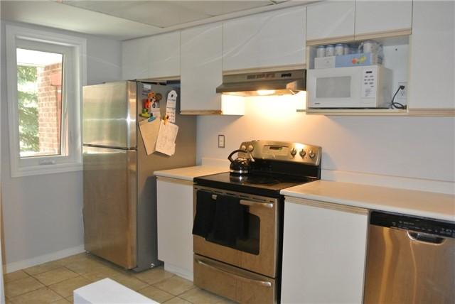 Condo Apartment at 75 Bristol Rd E, Unit 183, Mississauga, Ontario. Image 3