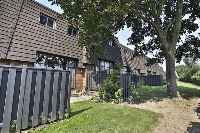 Condo Townhouse at 152 Darras Crt, Unit 48, Brampton, Ontario. Image 5