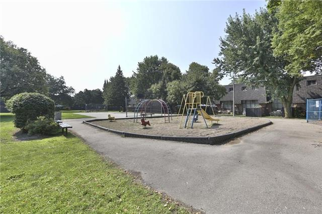 Condo Townhouse at 152 Darras Crt, Unit 48, Brampton, Ontario. Image 6