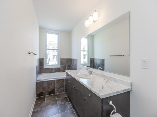 Townhouse at 388 Switchgrass St, Oakville, Ontario. Image 3