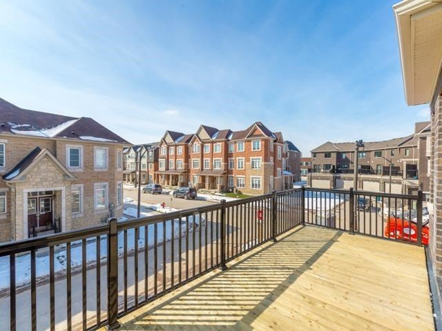 Townhouse at 388 Switchgrass St, Oakville, Ontario. Image 5