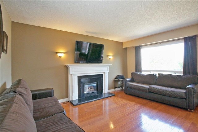 Detached at 36 Neptune Crt, Brampton, Ontario. Image 16