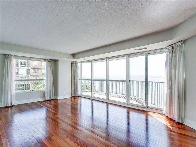 Condo Apartment at 2190 Lakeshore Rd, Unit 704, Burlington, Ontario. Image 14