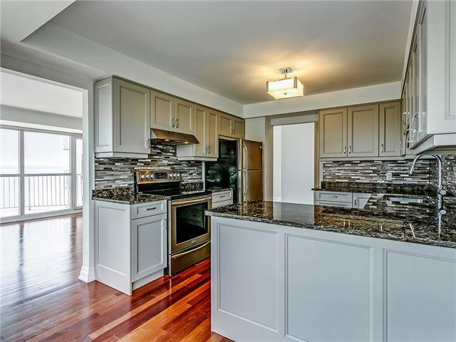 Condo Apartment at 2190 Lakeshore Rd, Unit 704, Burlington, Ontario. Image 15