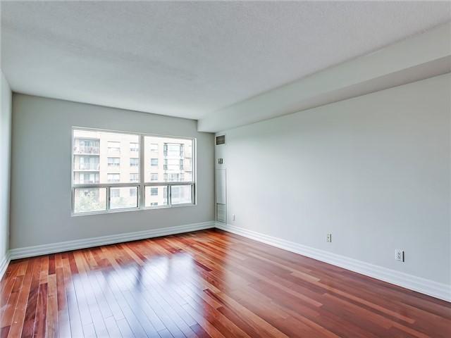 Condo Apartment at 2190 Lakeshore Rd, Unit 704, Burlington, Ontario. Image 17