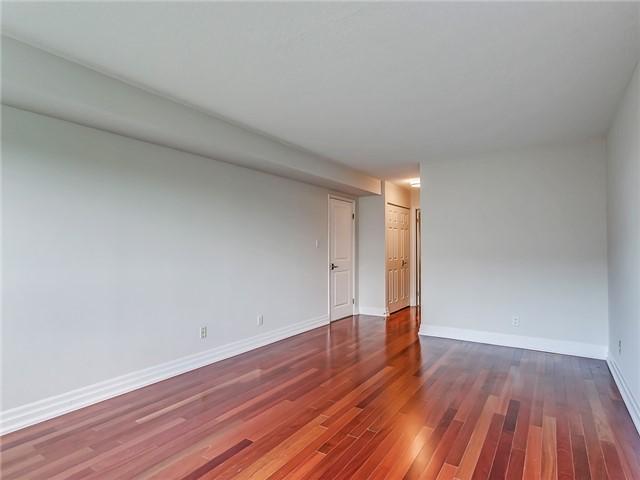 Condo Apartment at 2190 Lakeshore Rd, Unit 704, Burlington, Ontario. Image 18