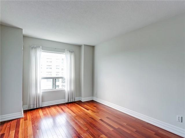 Condo Apartment at 2190 Lakeshore Rd, Unit 704, Burlington, Ontario. Image 20