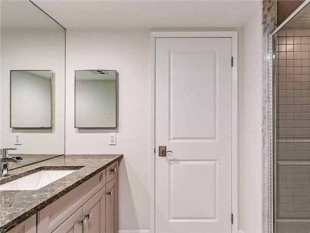 Condo Apartment at 2190 Lakeshore Rd, Unit 704, Burlington, Ontario. Image 3