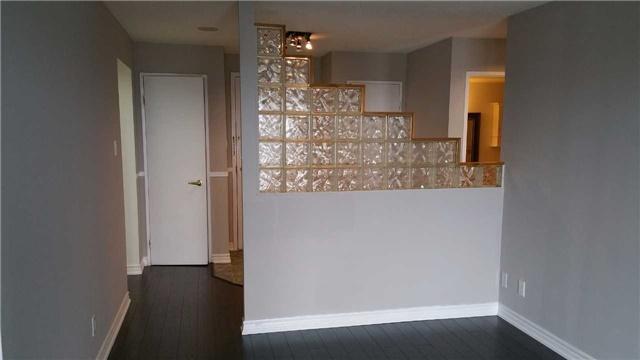 Condo Apartment at 115 Hillcrest Ave W, Unit 1914, Mississauga, Ontario. Image 15