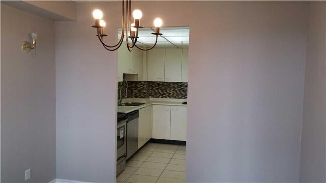Condo Apartment at 115 Hillcrest Ave W, Unit 1914, Mississauga, Ontario. Image 2