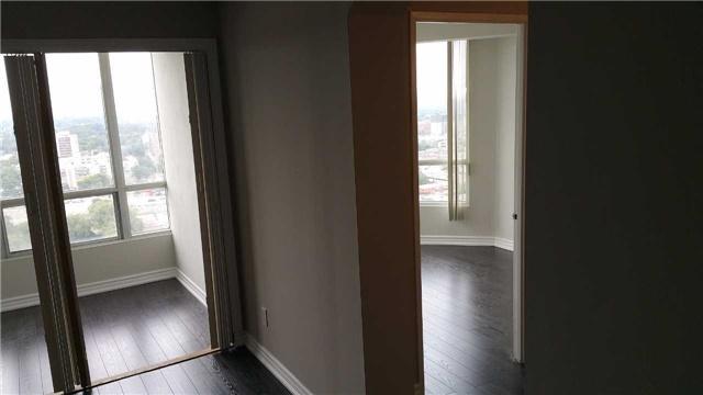 Condo Apartment at 115 Hillcrest Ave W, Unit 1914, Mississauga, Ontario. Image 5