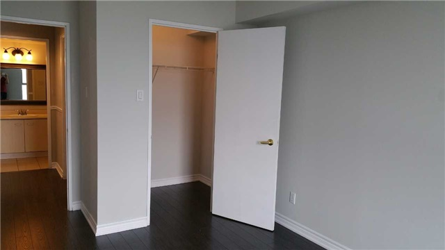 Condo Apartment at 115 Hillcrest Ave W, Unit 1914, Mississauga, Ontario. Image 12