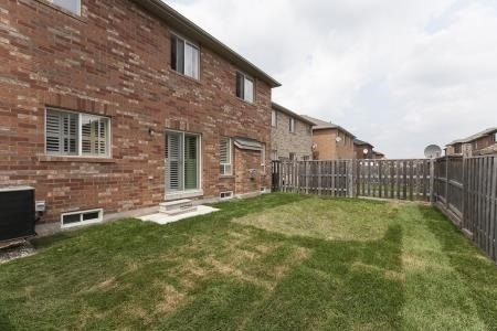 Detached at 7 Owens Rd, Brampton, Ontario. Image 9