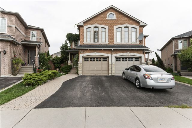 Semi-detached at 525 Cottagers Green Dr, Mississauga, Ontario. Image 1