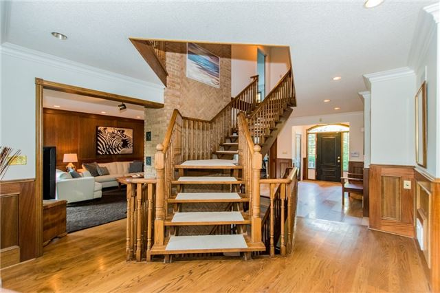 Detached at 68 Harborn Rd, Mississauga, Ontario. Image 2
