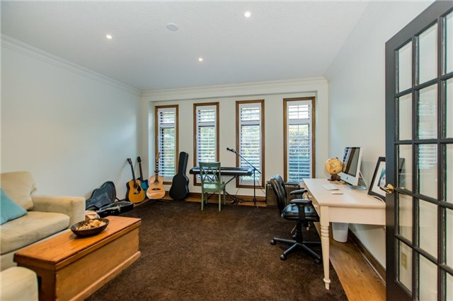 Detached at 68 Harborn Rd, Mississauga, Ontario. Image 4