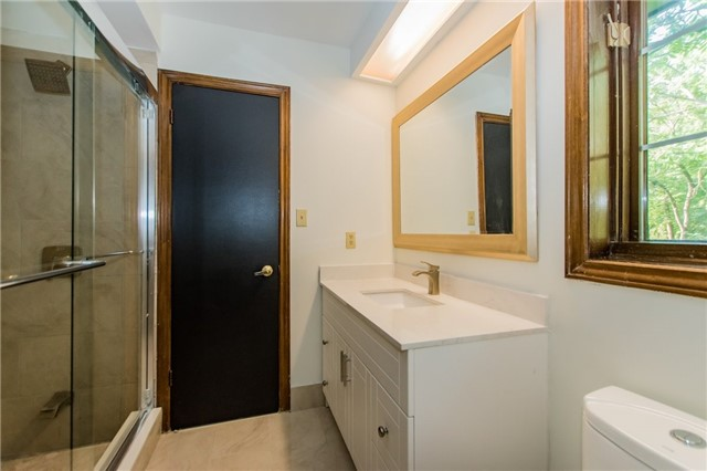 Detached at 68 Harborn Rd, Mississauga, Ontario. Image 11