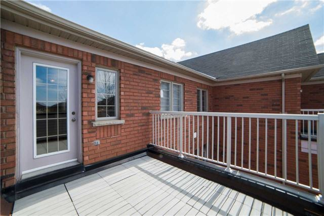Condo Townhouse at 1015 Galesway Blvd, Unit 17, Mississauga, Ontario. Image 6