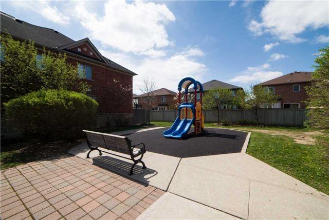 Condo Townhouse at 1015 Galesway Blvd, Unit 17, Mississauga, Ontario. Image 13