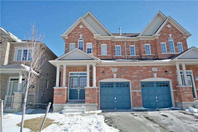 Semi-detached at 3092 Ozzie Dr, Mississauga, Ontario. Image 1