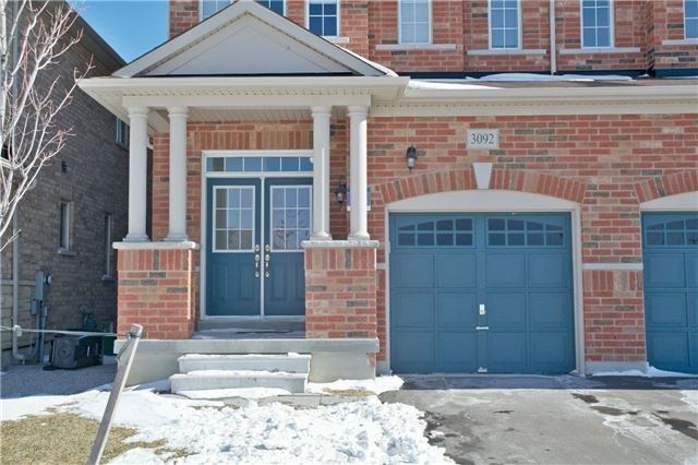 Semi-detached at 3092 Ozzie Dr, Mississauga, Ontario. Image 12
