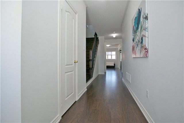 Semi-detached at 3092 Ozzie Dr, Mississauga, Ontario. Image 14