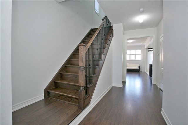 Semi-detached at 3092 Ozzie Dr, Mississauga, Ontario. Image 15