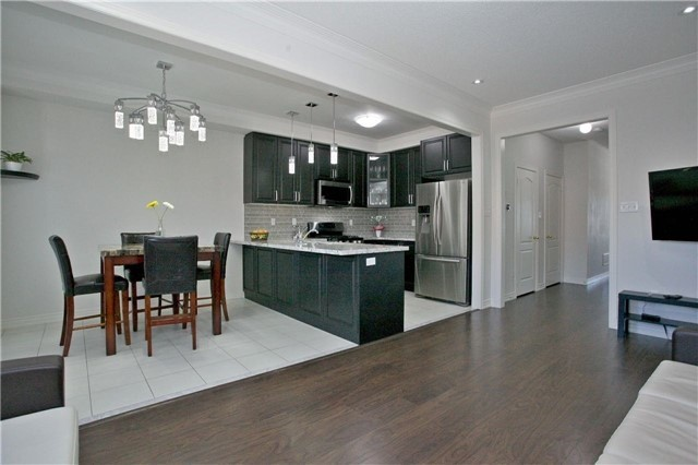 Semi-detached at 3092 Ozzie Dr, Mississauga, Ontario. Image 17
