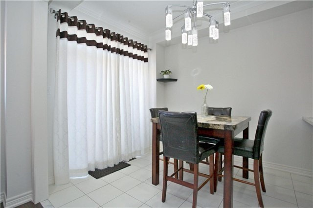 Semi-detached at 3092 Ozzie Dr, Mississauga, Ontario. Image 20