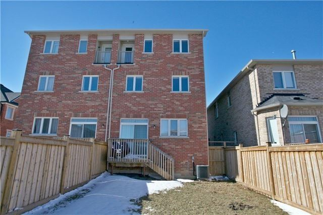 Semi-detached at 3092 Ozzie Dr, Mississauga, Ontario. Image 13